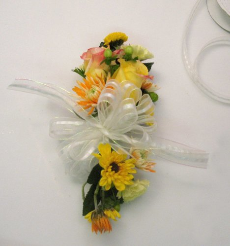 how to make a flower corsage out of ribbon