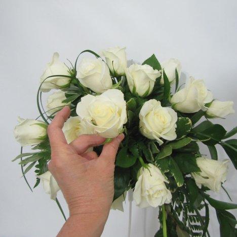Fresh flower wedding bouquet easy diy flower tutorials for Crescent bouquet