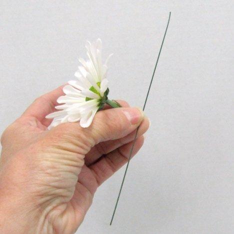 Wiring a Daisy Corsage - Easy Wedding Flower Tutorials
