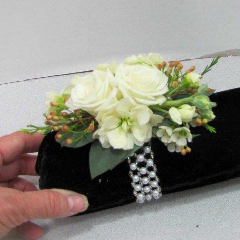 How To Make A Corsage Easy Diy Wedding Flower Tutorials